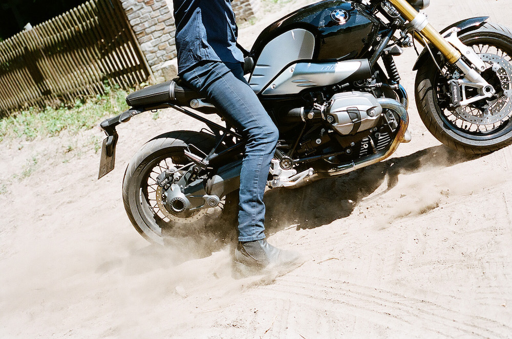 photo, photos, photography, photographer, photographers, motorcycle, motorcycles, flash, daylight, man, men, boot, boots, leg, legs