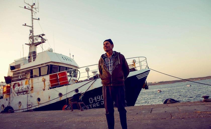 photo photos photography photographer photographers man fisher fisherman boat river lake sea