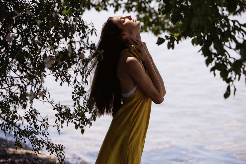 photo photos photography photographer photographers young woman yellow tree trees lake water touch