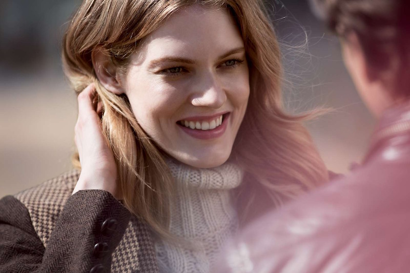 photo photos photography photographer photographers young woman face head smile talk happy expression wind smiling talking