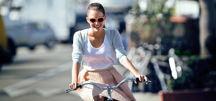 photo photos photography photographer photographers young woman smile smiling bike biking sunglasses sun sunny blurry