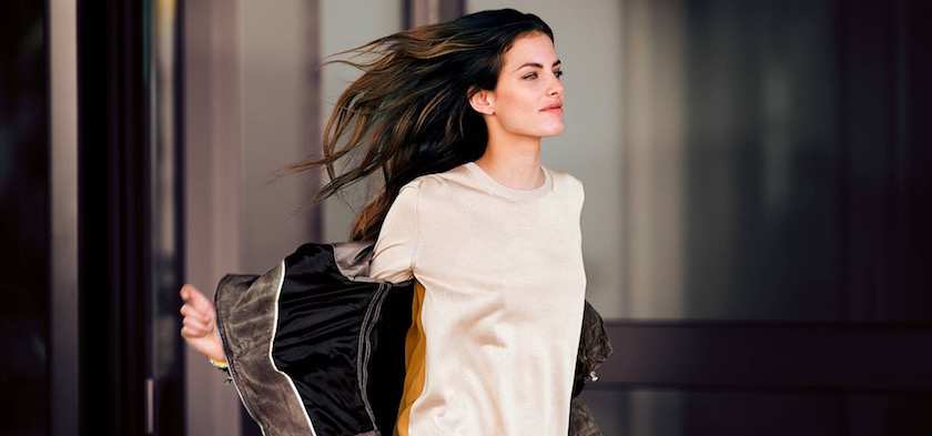 photo photos photography photographer photographers young woman wind walking smile smiling