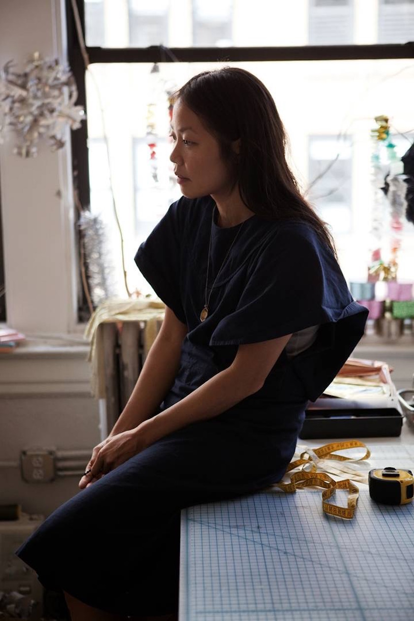 photo photos photography photographer photographers young woman asian work working atelier sit sitting outfit