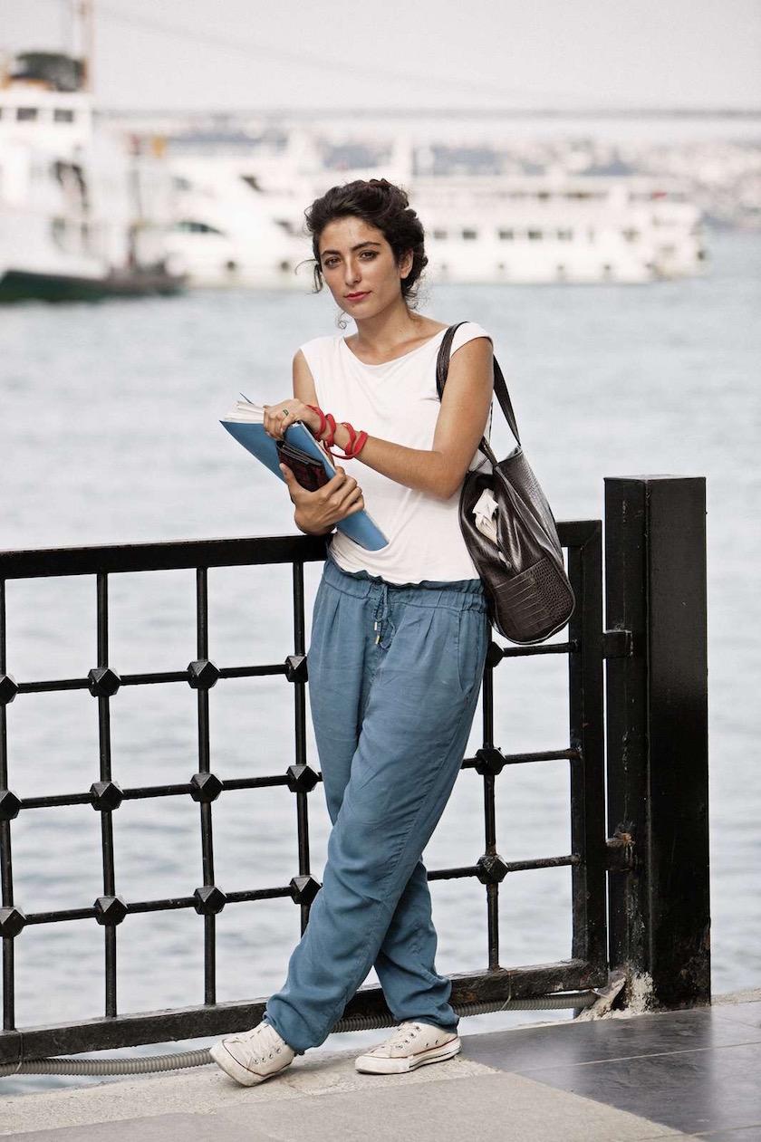 photo photos photography photographer photographers young woman outside standing river fullbody bag bridge ship blue