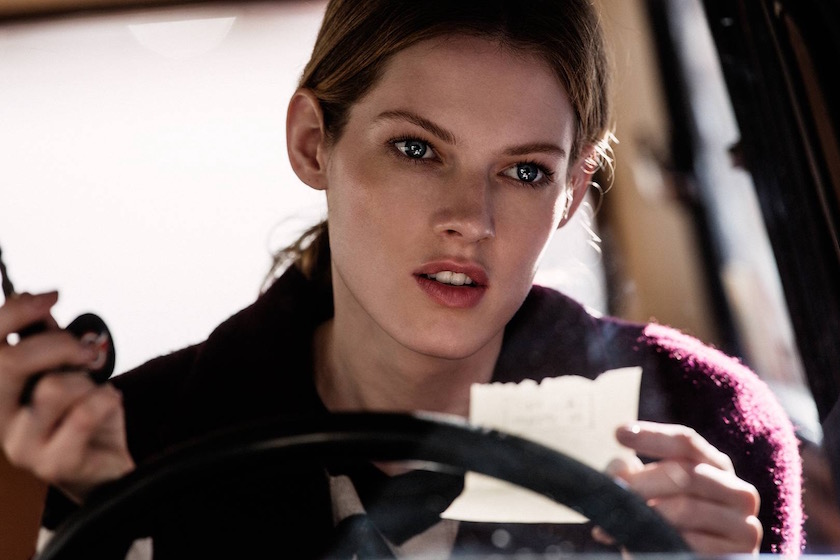 photo photos photography photographer photographers young woman car drive driving note face head look expression