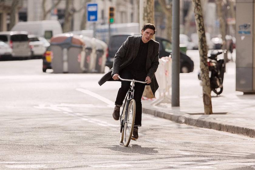 photo photos photography photographer photographers man young bike cycle biking city street traffic