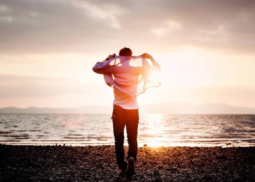 photo photos photography photographer photographers man young walk walking beach water sea stone stones step fullbody sun sunflare