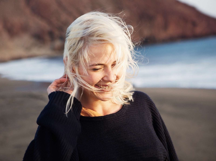 photo photos photography photographer photographers young woman blond beach wind smile smiling