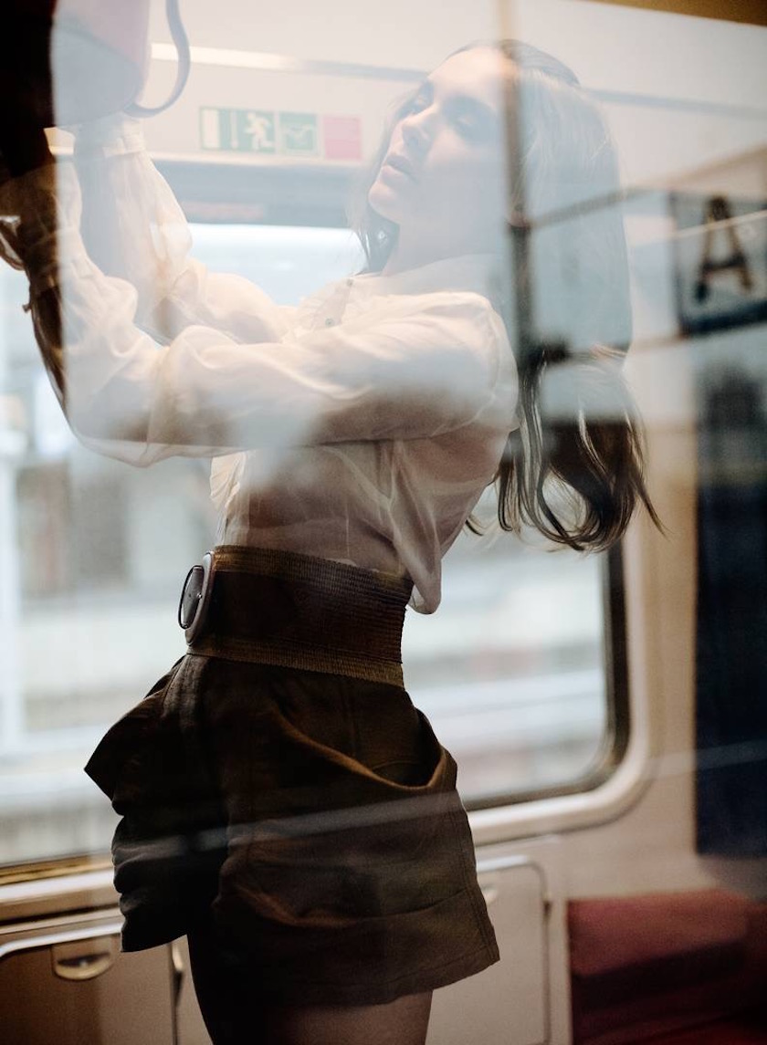 photo photos photography photographer photographers woman young train reflection blurry stand standing luggage bag