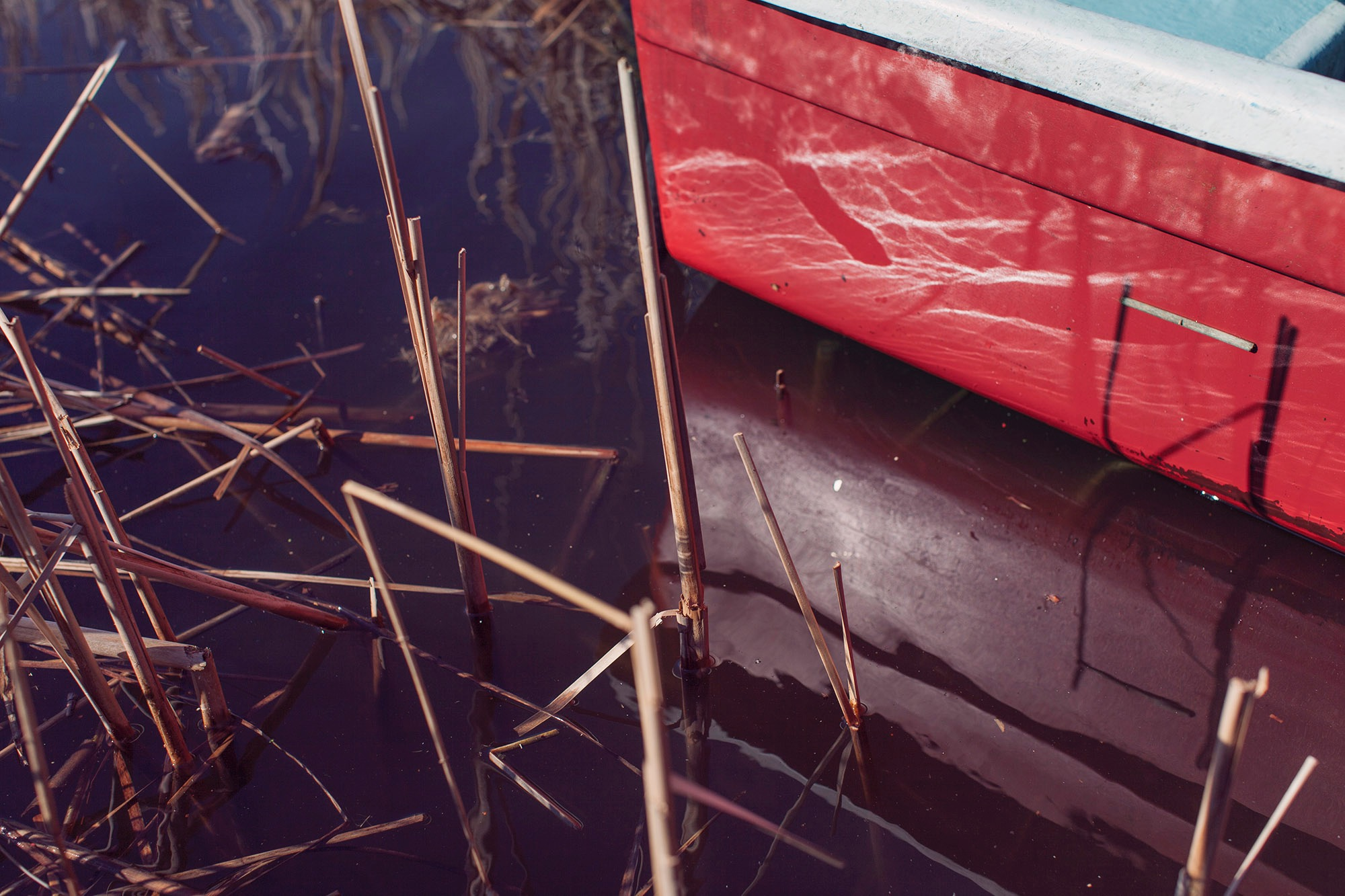 photo photography photographer red boat lake reflection water sun sunny