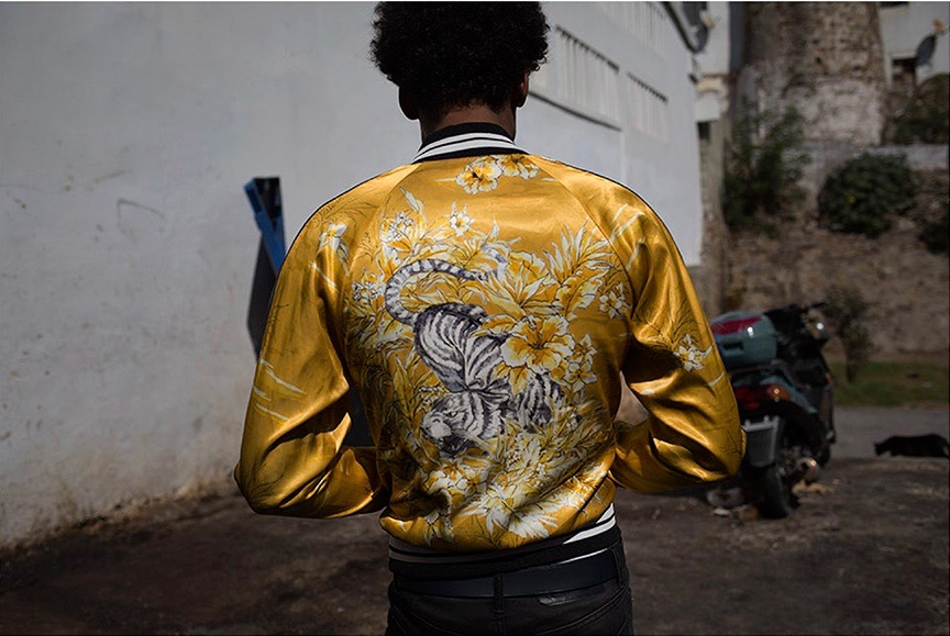 photo, photos, photography, photographer, photographers, man, men, satin, jacket, bomber, motorcycle, motorcycles, focus, back, afro, tiger