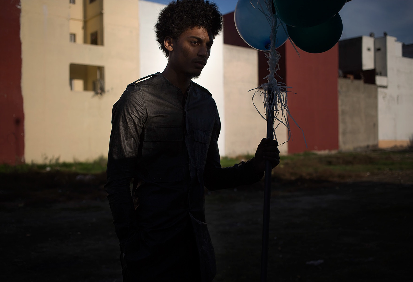 photo, photos, photography, photographer, photographers, balloon, balloons, building, shadow, dark, man, men, afro