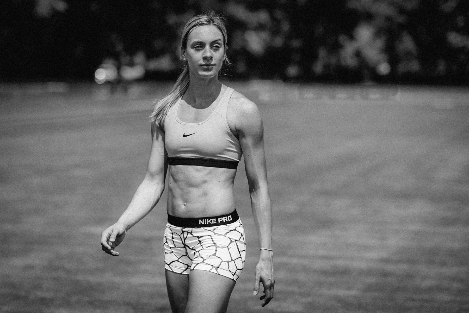­photo, photos, photography, photographer, photographers, woman, women, blonde, athletic, athletic wear, sportswear, shadow, muscles, blur, blurred background, black and white, blackandwhite, bw, althete