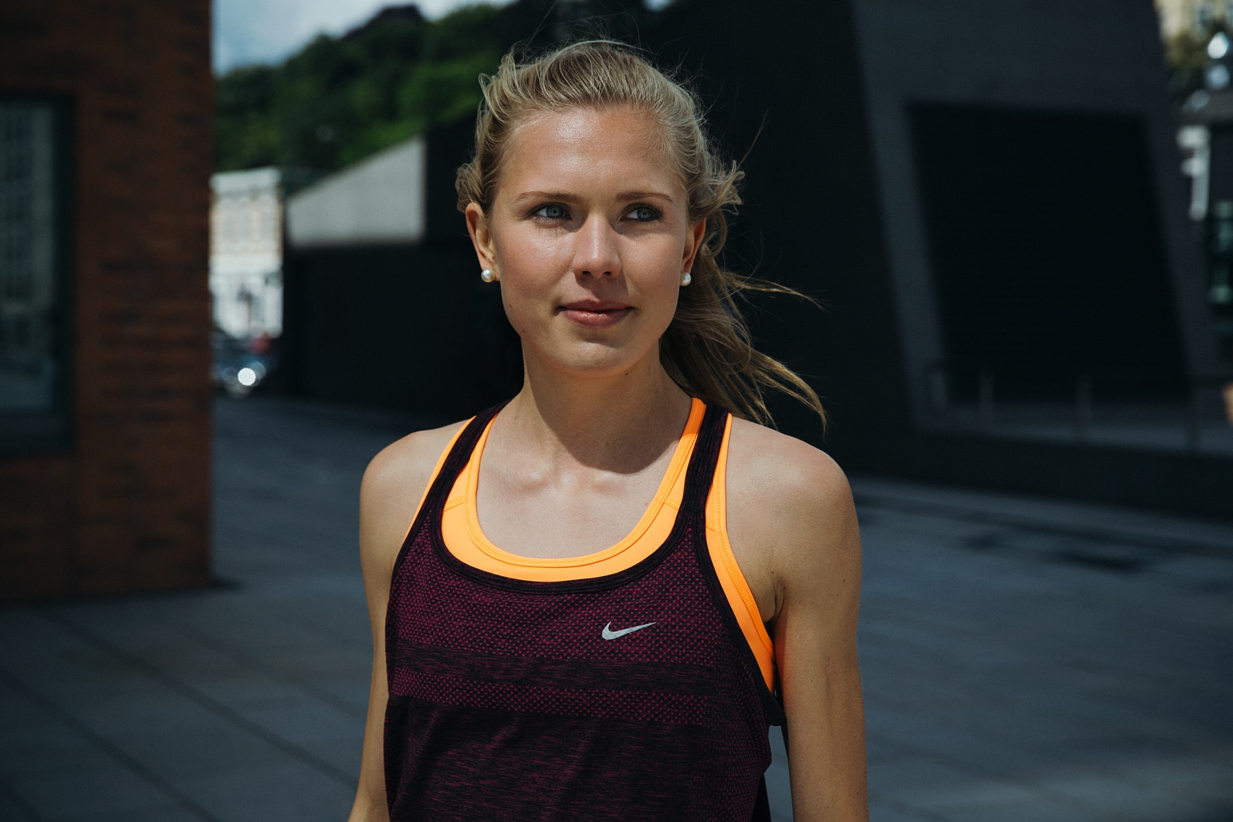 ­photo, photos, photography, photographer, photographers, woman, women, blonde, nike, athletic, athletic wear, sportswear, shadow, daylight, natural light, blur, blurred background