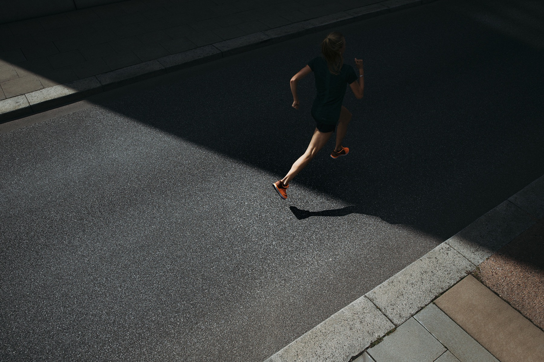 ­photo, photos, photography, photographer, photographers, shadow, dark, run, runner, running, man, men, woman, women, streets, street