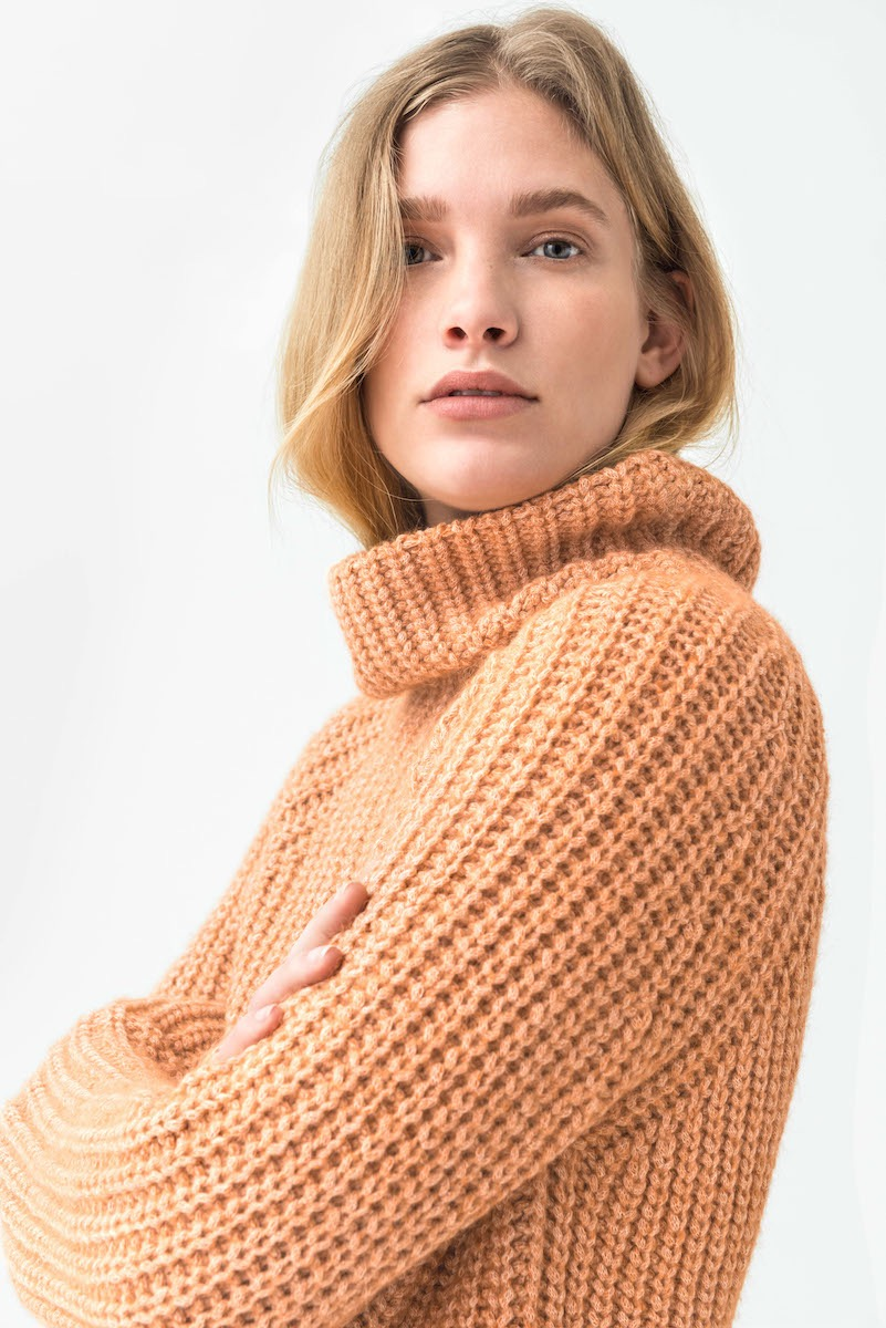 photo, photos, photography, photographer, photographers, woman, women, pose, posing, beige, nude, sweater, stare, blonde, white background, white walls, editorial