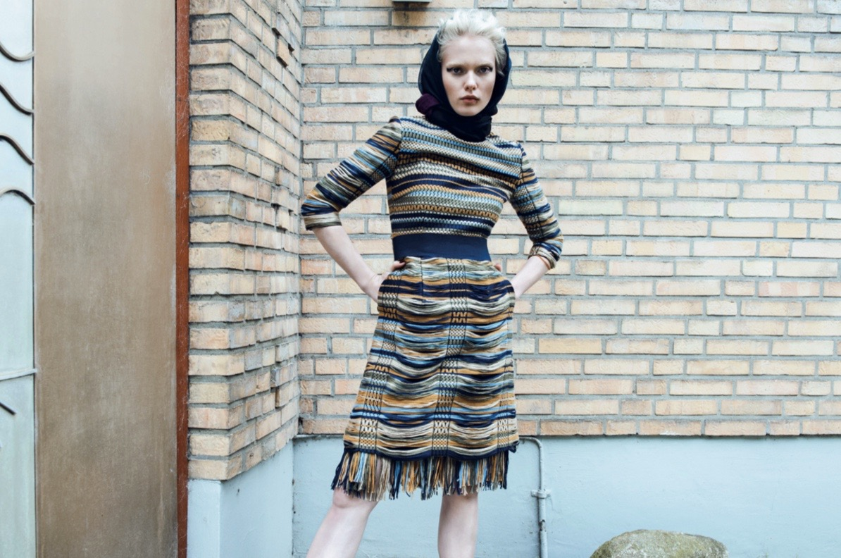 photo, photos, photography, photographer, photographers, woman, women, stand, standing, pose, posing, brick, brick wall, bricks, cool, cool lighting, stripe, stripes, hood, hooded, blonde, editorial