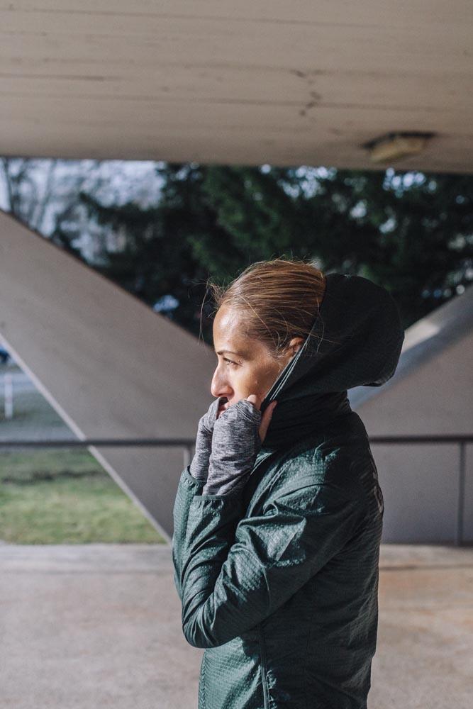 Lifestyle Portrait sun outdoor jacket