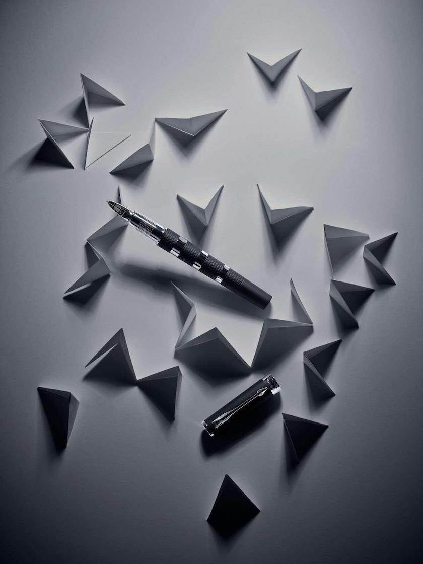 pen grey dark black paper