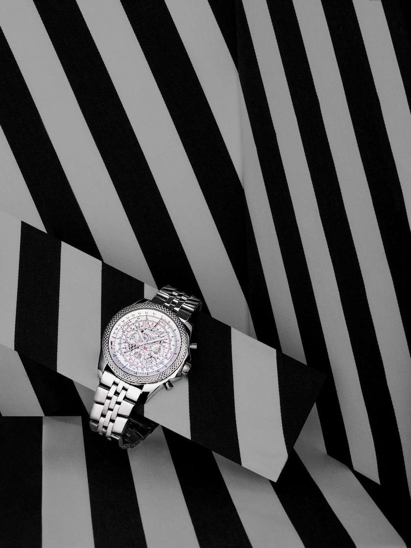 watch clock stripes back white