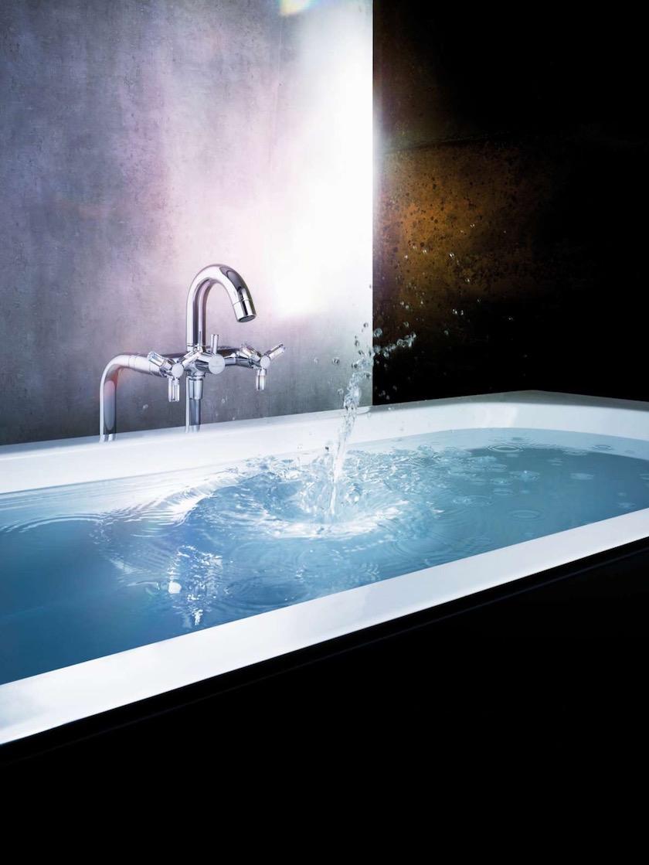 bathtub water wet