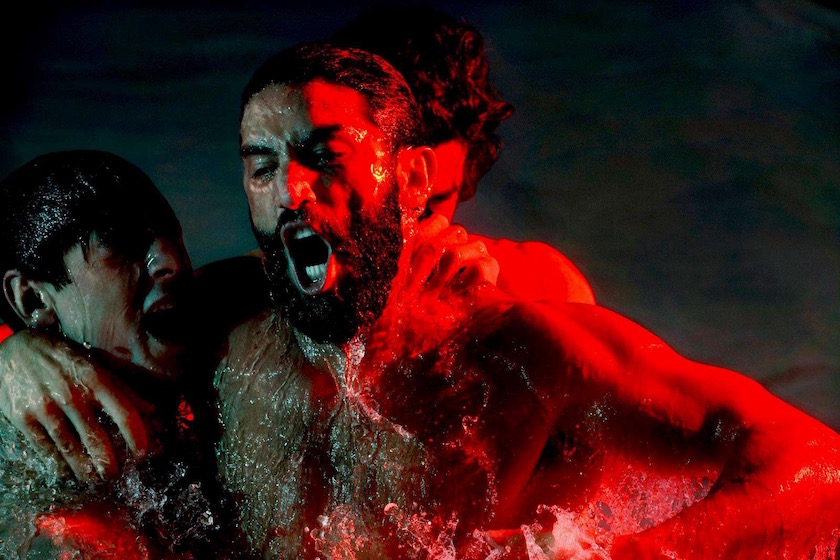 photograph photographer photo photographers photography swim sport water wet man men swim swimming red light green breath breathing shadow dark splash battle fight fighting power shout loud scream strong beard face head pool