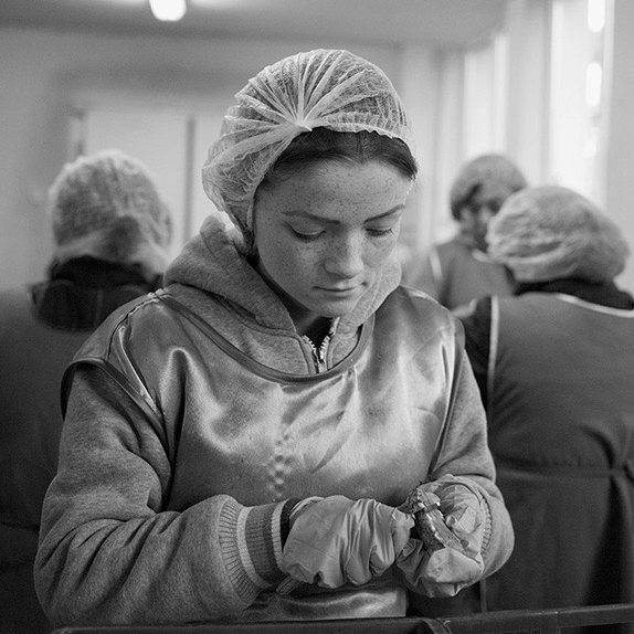 photo, photos, photography, photographer, photographers, black and white, blackandwhite, b&w, bw, woman, women, hair net, worker, factory, working, glove, gloves, industry, indoor