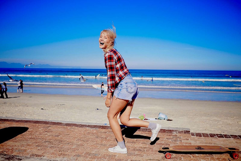 photo photos photography photographer photographers young woman plaid sun sunny beach wave waves skate skating skateboard laugh laughing