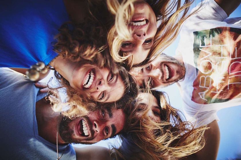 photo photos photography photographer photographers young man men woman women friends joy happy happiness laugh laughing smile smiling head heads face faces circle