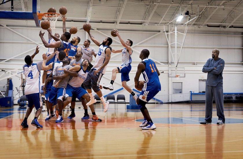 photo photos photographer photographers photography sport sports basketball player players team gym field jump jumping playing ball match training balls blue coach trainer basket group