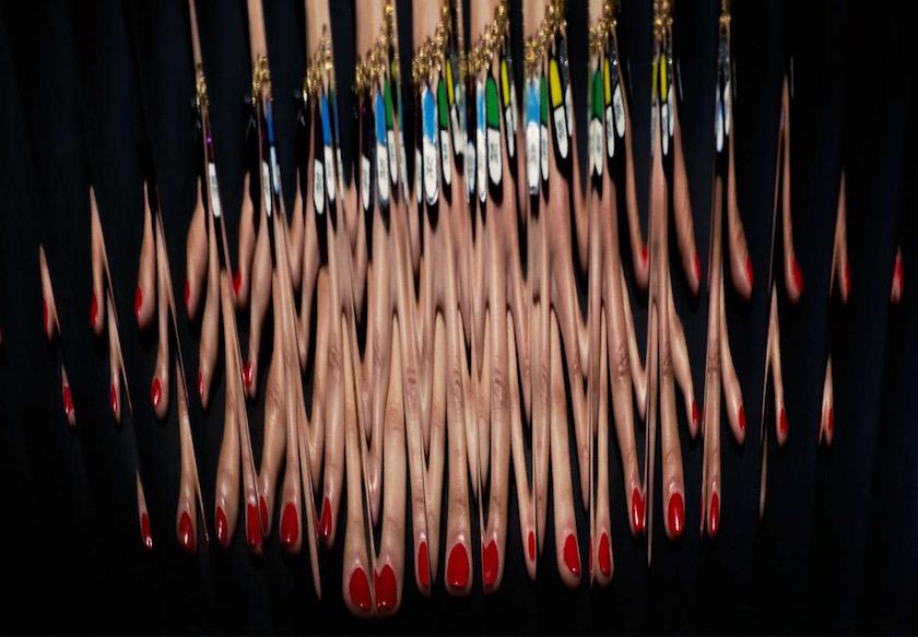 photo photos photographer photographers photography blurry make up effect glass pane finger fingers hand blurry