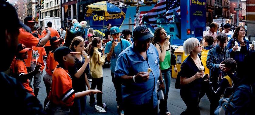 photo photos photographer photographers photography man woman men street pedestrian pedestrians walker walkers city walk walking