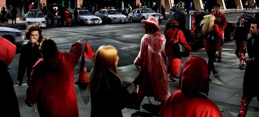 photo photos photographer photographers photography man woman men street pedestrian pedestrians walker walkers city walk walking red light color