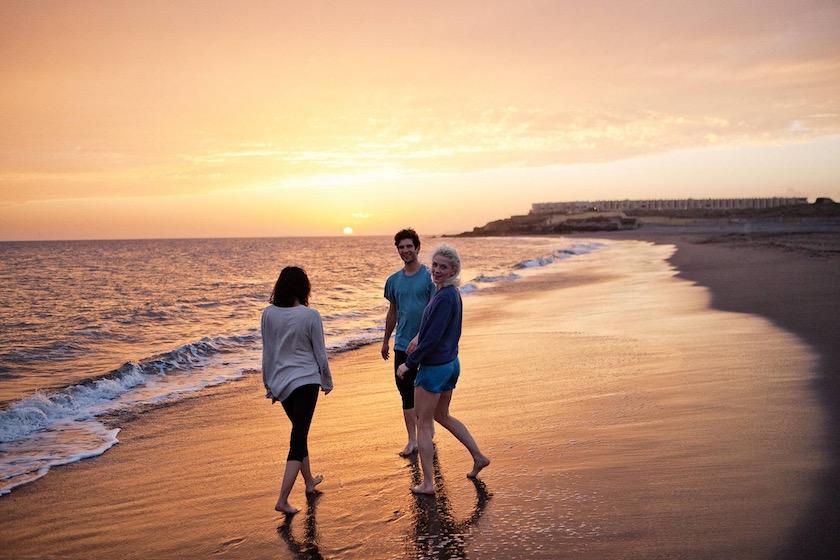 photo photos photography photographer photographers young woman man women beach friends friend happy walk walking waves water sea ocean sundown