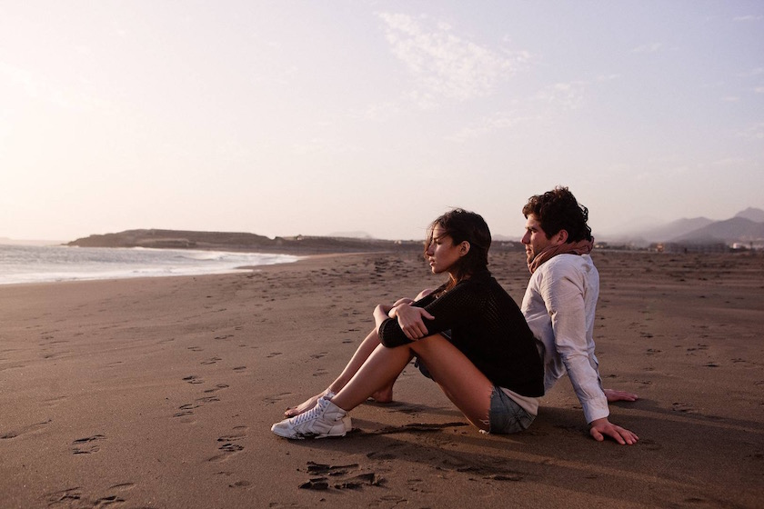 photo photos photography photographer photographers man young man woman beach sit sitting rest resting bright sand