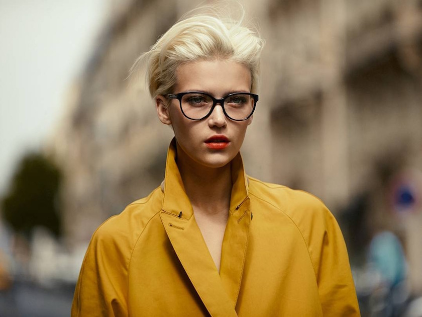 photo photos photography photographer photographers woman young face head blurry blond glasses yellow