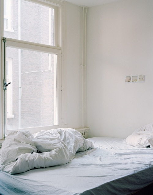 photo photos photography photographer photographers picture pictures image images room apartment bedroom morning window bed sleep sleeping pillow sheet empty