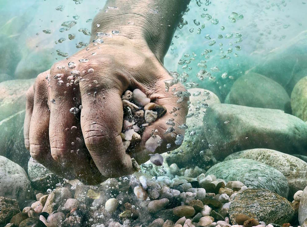 photographer photography photo image hand wet water stone stones fist underwater