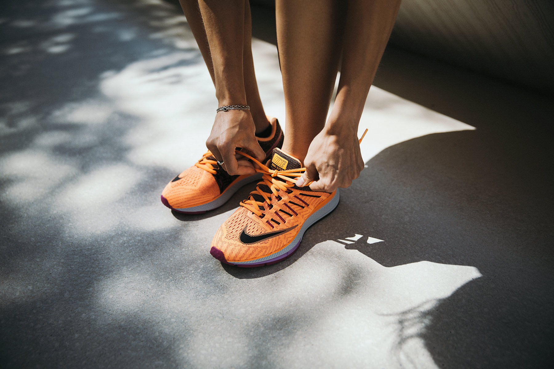­photo, photos, photography, photographer, photographers, woman, women, legs, nike, shoes, tennis shoes, athletic, athletic wear, sportswear, shadow, daylight, natural light, feet