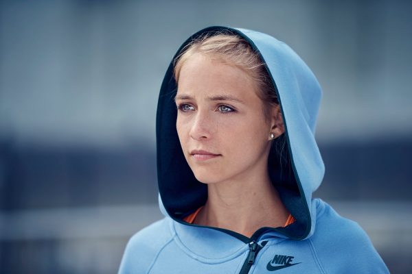 ­photo, photos, photography, photographer, photographers, woman, women. run, runner, running, city, blur, blonde, nike, streetwear, athletic, activewear