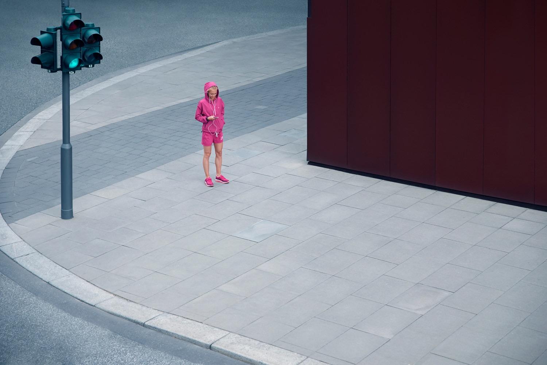 photo, photos, photography, photographer, photographers, woman, women, street, streets, streetlight, building, buildings, run, runner, running, city, pink, streetwear, athletic, activewear