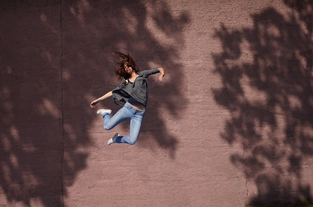 photo, photos, photography, photographer, photographers, woman, women, brunette, jump, building, urban, fantasy, jumping, shadow