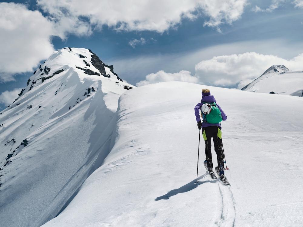 photo, photos, photography, photographer, photographers, ski, skis, mountain, mountains, snow, man, men, backpack, sun, sunny, sunlight