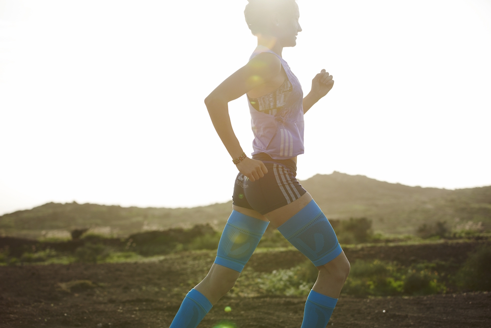photo, photos, photography, photographer, photographers, run, runner, running, action, active, women, woman, road, roads, sunny, sunlight, sun flare, flare