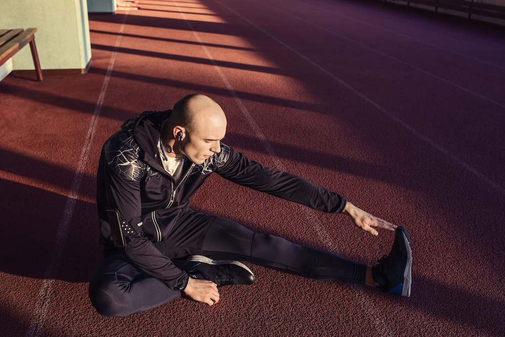 photo, photos, photography, photographer, photographers, man, men, sweatshirt, headphones, profile, stretch, track, shadow